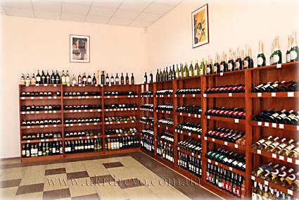 Фотография винных стеллажей