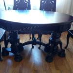 20.Деревянный стол с резьбой