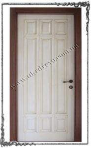 Derevyannaya dver Lyubomira